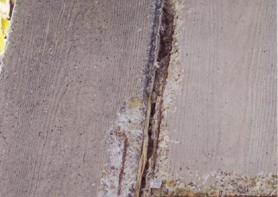 Betonsanierung - Typische Schäden am Beton - hier an der Stoßkante zweier Betonelemente
